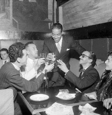 Wilson Batista (em pé, ao centro), em foto de 1954 (Crédito: Acervo Última Hora)