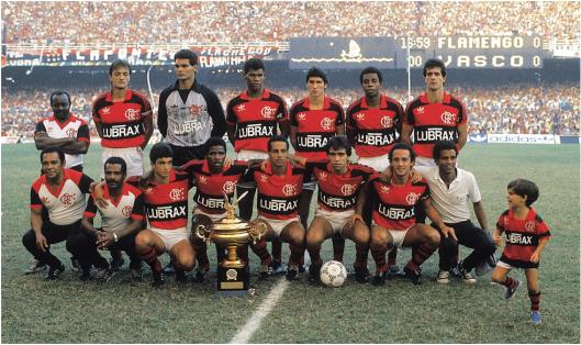 O time do Flamengo na final contra o Vasco. Em pé: Leandro, Zé Carlos, Aldair, Jorginho, Andrade e Guto. Agachados: Bebeto, Adílio, Aílton, Vinícius e Marquinho.